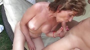 Nagymama imád lovagolni
