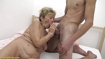 78 éves nagymama dugása