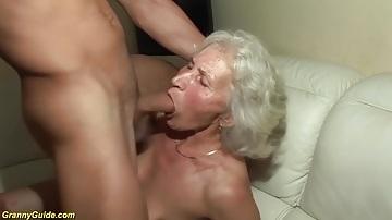 76 éves nagymama pornózik