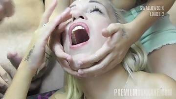 Prémium Bukkake - Szőke pornós csajszi és 47 szájba spricc