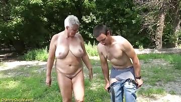 69 éves szeximádó nagymama és a tini srác